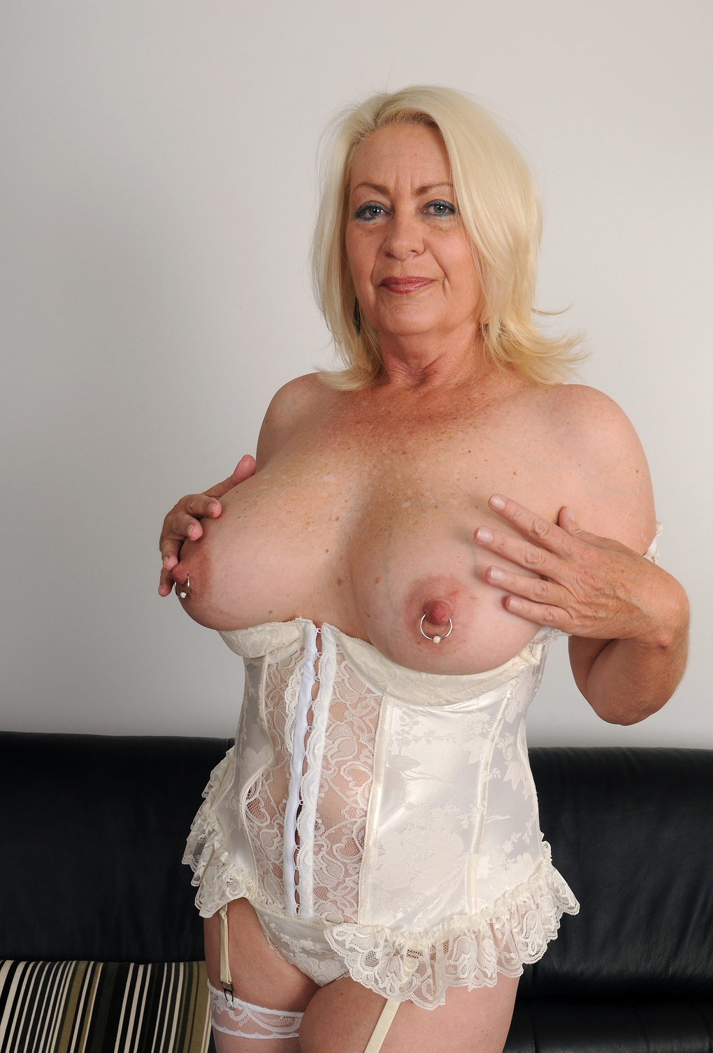 Granny Sex Pictures - Free older women galleries at